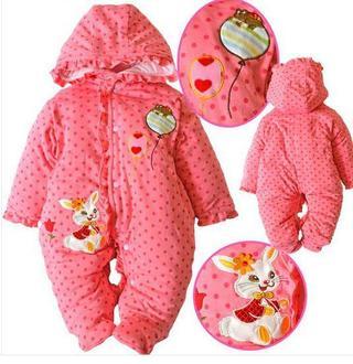 Macacão com capuz, acolchoado, rosa petit poa com cohelinho e balões bordados R$ 89 á vista, frete grátis!